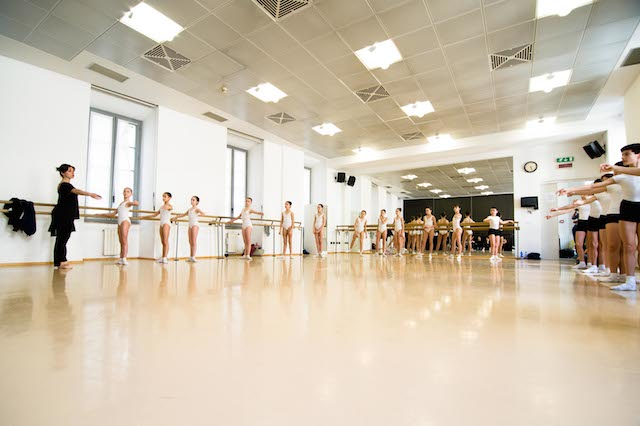 Corsi di danza per insegnanti milano accademia teatro la for Corsi creativi milano