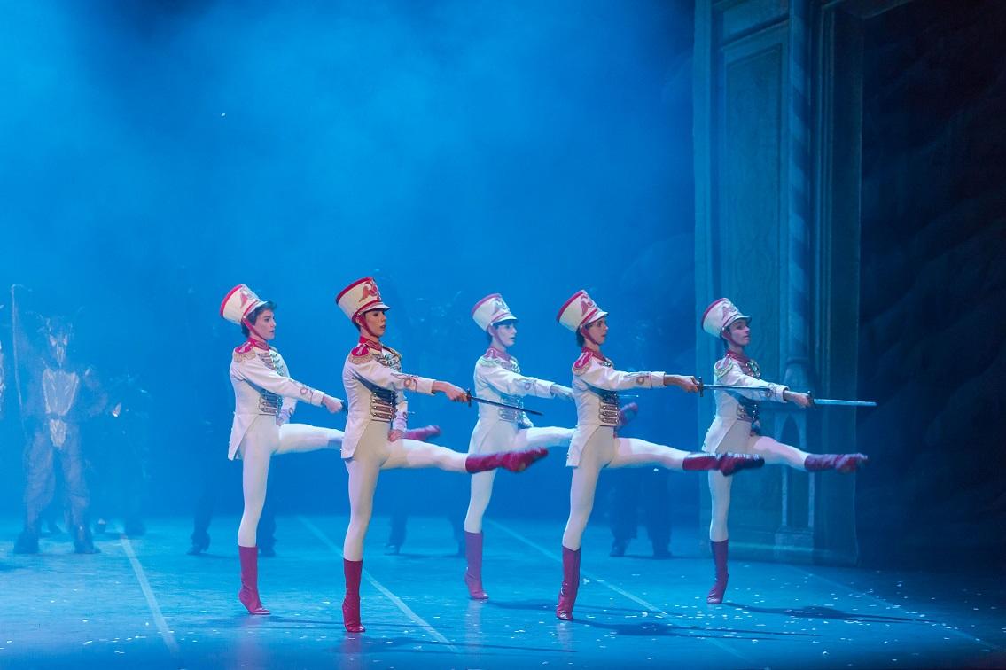 schiaccianoci-balletto-accademia-teatro-scala
