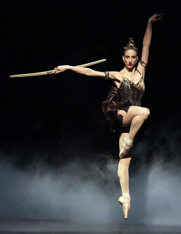 virna toppi in coreografia foto scala